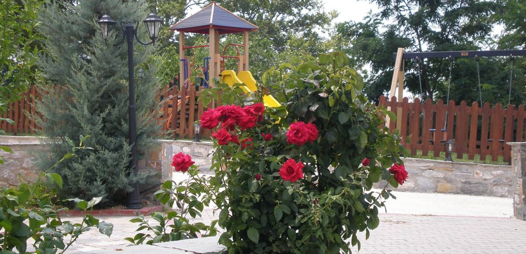 Pelion Resort Garden & Play Area