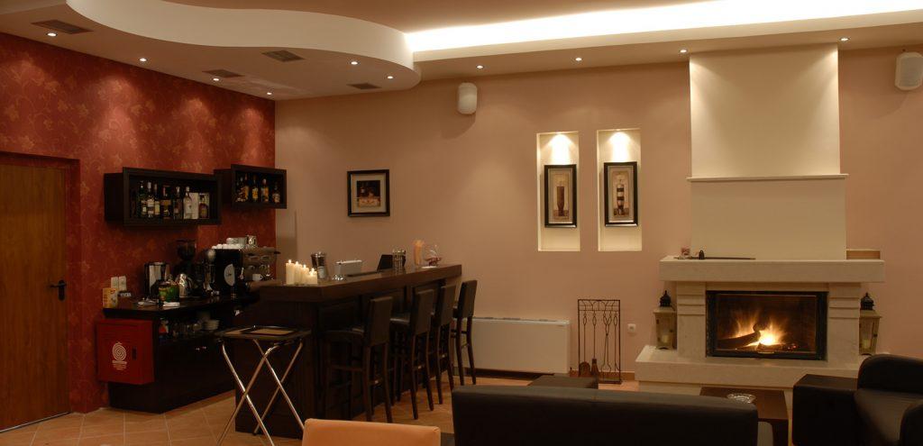 Pelion Resort restaurant bar and fireplace